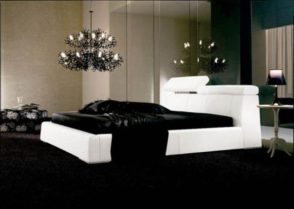 Hot-Bedroom-Decoration-with-Seductive-Black-Beddings