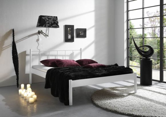 Seductive-Elegant-Bedroom-Decoration-with-Decorative-Candles
